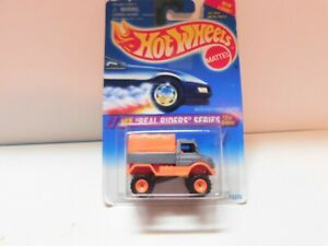 Hot Wheels - 1/64 - Mercedes Benz Unimog -Real Riders Series - w / Real Riders