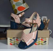 Standard (D) Block Floral Sandals & Beach Shoes for Women