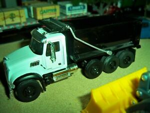 GREENLIGHT 1/64 SCALE WHITE & BLACK MACK NO BOX.