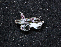 Pin QATAR AIRWAYS Dreamliner chubby pudgy Boeing 787 1 inch metal Pin  B787