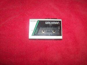 VINTAGE SONY WALKMAN WM-11