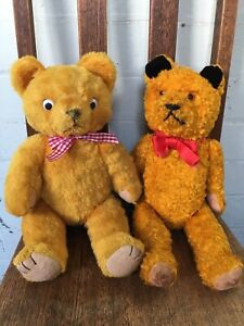 TWO VINTAGE ANTIQUE TEDDY BEARS, Collectable teddies