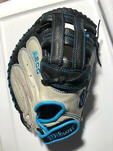 WILSON A800 AURA 34 Inch Fastpitch Softball Catchers Mitt Right - great shape