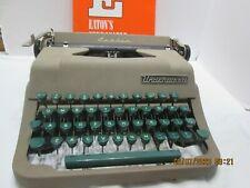 Vintage 1950s Underwood Leader Typewriter Beige with Ggreen Keys HARD Case (z7-7
