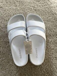 Old Navy Girls sandals size 12/13