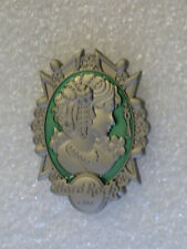 HRC ON-LINE,Hard Rock Cafe Pin,3 D England Queens Victorian Brooch Pin