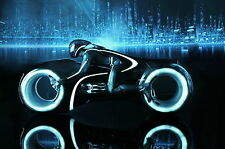 HOT TOYS 1/6 DISNEY TRON LEGACY SAM FLYNN WITH LIGHT CYCLE ACTION FIGURE