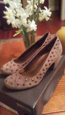 BNIB KENNETH COLE REACTION SZ 6.5M TAUPE STUDDED SUEDE HEELS