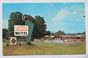 Postcard HANNAH DUSTIN MOTEL, SWIMMING POOL, NASHUA, N.H.