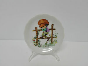 Plate IN Miniature Picture Youth Boy 8,3cm Ø