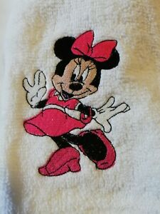 3 X MINNIE MOUSE FACE CLOTHS/FLANNELS/LOVELY EMBROIDERED DISNEY TOWEL SETS