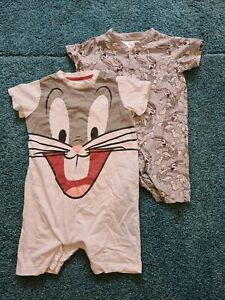 Kinder Strampler 74 Baby Overall Outfit Einteiler Bugs Bunny H&M T-Shirt Shorts