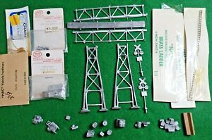 HO Collection of vintage 1950s diecast lineside accessories inc Girder bridge