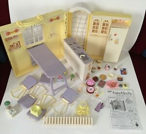 2003 BARBIE HAPPY FAMILY GRANDMA's KITCHEN COMPLETE W/ ACCESSORIES, INSTRUCTIONS