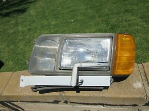 86-93 Mercedes-Benz W124 LEFT Headlight Assembly wiper corner light 300SE 300D
