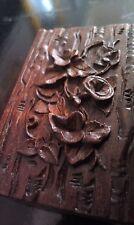 Charmante boîte a timbre style Forêt Noir vers 1900 en bois décor de fleurs.