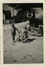 PHOTO ANCIENNE - VINTAGE SNAPSHOT - ENFANT TRICYCLE VÉLO MODE - CHILD BIKE