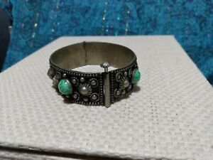 VINTAGE MEXICAN SILVER ALPACCA HINGED PINNED BANGLE GREEN GLASS SIGNED ALPACCA