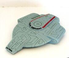 Star Trek USS Defiant NX-74205 Replica Basic Model Ship 1997 Paramount