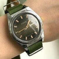 RAKETA Soviet Russian Day Analog Wristwatch USSR Date Collectible Men's Casual