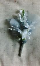 ONE NEW WHITE GREY FEATHER/PEARLS.BUTTONHOLE+ PIN..WEDDING,.PARTY,GUEST.PROM