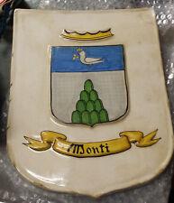 Scudetto in ceramica con stemma della famiglia Monti dipinto a mano Deruta