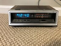 Vtg GE Alarm Clock Radio 7-4651A Electronic Touch BLUE Display Wood Grain Tested