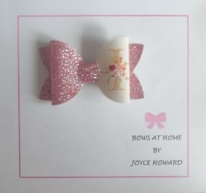(6J) HANDMADE  HAIR BOWS -  GLITTER AND  LEATHER - ALPHABET INITIALS
