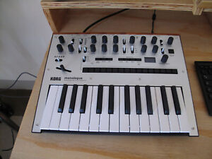 Korg Monologue monophonic synth mint conditions pari al nuovo like new