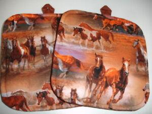 Set(2) Wild Horses Running on the Prairie Cotton Heavy Duty Pot Holders