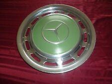 Superbe et vrai enjoliveur de MERCEDES pour décor RETRO pastel vert tout métal