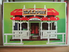 Play-Big Hotel A. Davis in box