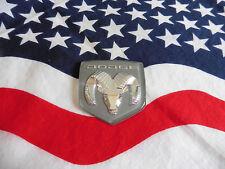 US DODGE Chrysler Car AUTO grau grey EMBLEM Badge Deko Logo Type Typ Modell USA