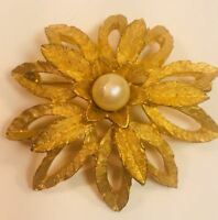 Filigree Pin Brooch Vintage Gold Tone Pearl Flower Free Shipping 1P