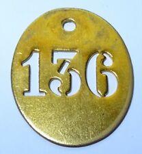 ancienne petite plaque en laiton numéro clé - maison - 136