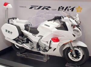 Aoshima 1/12 Scale Model Motorcycle 1067853600 - Yamaha FJR 1300P - White
