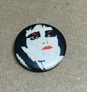 Siouxsie Sioux Banshees Punk rock Badge 1970s Original Red Moon