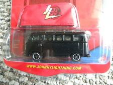 1966 VOLKSWAGEN SAMBA BUS #3         2008 JOHNNY LIGHTNING VOLKSWAGEN R7   1:64