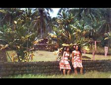 TEMPLE de PAEA (POLYNESIE) FEMME Costumée au MONUMENT en 1965