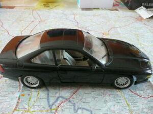 BMW 850 i Ancienne MAISTO 1/18