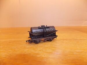 MAINLINE 37134 TANKER WAGON in weathered ROYAL DAYLIGHT Livery. OO Gauge.