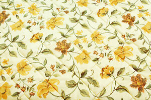 Floral one-sided pre-quilted fabric, perfect for bedspreads