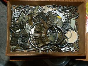 Antique Yale  & Towne Brass Key  SL 45   Trunk  Luggage?  Suitcase SL45