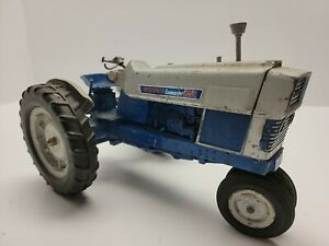 Ford Commander 6000 by Hubley from 1965 in blue/grey colors and 1/12th scale
