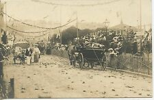 POSTCARD / CARTE POSTALE PHOTO DEFILE / FETE / ATTELAGE DE CHEVAUX / A ETUDIER
