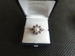 750er Damen Weiß Goldring, 8 Brillanten, 8 Rubine, mittig eine Perle, 80er Jh.