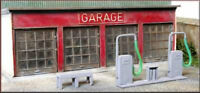 BNIB OO GAUGE KNIGHTWING PM109 MODERN GARAGE / SERVICE STATION + FUEL PUMPS