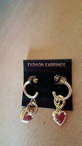 1 Paar Ohrringe-Stecker-goldfarben-Creolen-Herzen-NEU UND UNGETRAGEN-Modeschmuck
