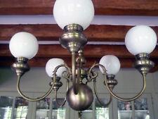 Lustre et ses 7 appliques en étain style hollandais vendus avec globes