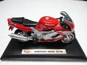 MAISTO Kawasaki Ninja ZX-9R Red Silver - 1:18 SCALE MODEL 1995
